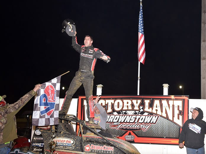 Kyle Cummins celebrates his victory in the 2019 edition of the No Way Out 40. (Vandeventer Photo)