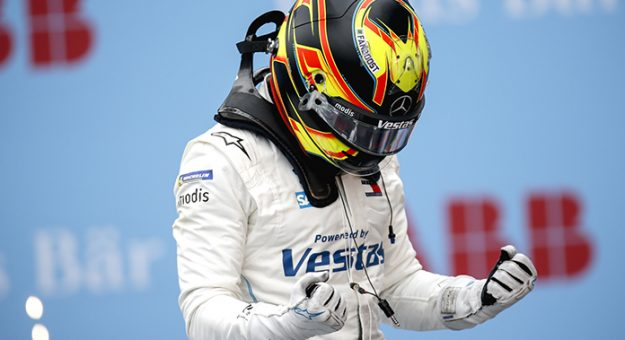 CIRCUITO CITTADINO DELL'EUR, ITALY - APRIL 11: Race Winner Stoffel Vandoorne (BEL), Mercedes Benz EQ celebrates in parc farme during the Rome ePrix II at Circuito Cittadino dell'EUR on Sunday April 11, 2021 in Rome, Italy. (Photo by Andrew Ferraro / LAT Images)