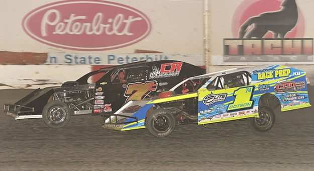 Ethan Dotson (1) battles Clint Reichenbach during Saturday's IMCA modified feature at Thunderbowl Raceway. (Tom Macht Photo)