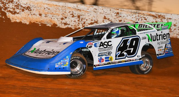 Jonathan Davenport en route to victory Friday at Batesville Motor Speedway. (MRM Racing Photo)