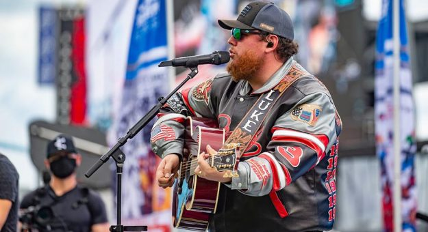 Luke Combs will return to perform during the 2022 Daytona 500 pre-race show at Daytona Int'l Speedway. (Brian Cleary/bcpix.com Photo)