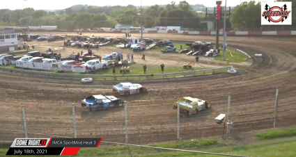 Highlight: IMCA SportMods Battle For Supremacy At Dubuque