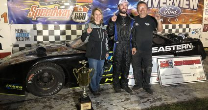 Hall Earns $21,950 At Speedway 660