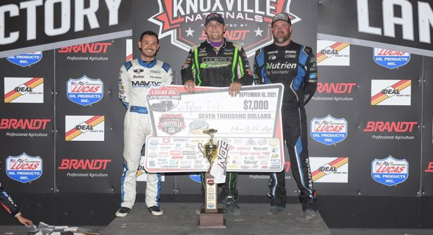 Tyler Erb (center) outran Jonathan Davenport (right) and Kyle Larson (left) to win Thursday at Knoxville Raceway.
